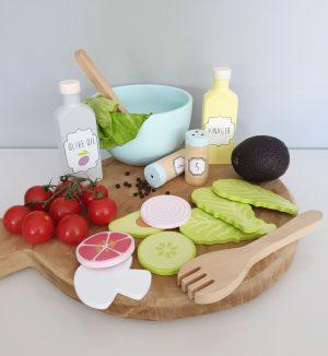 Medinės daržovių salotos24