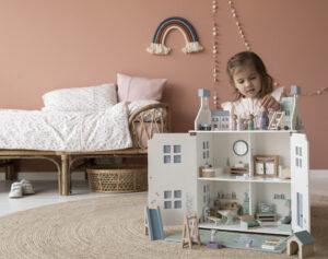 Klasikinis lėlių namas14